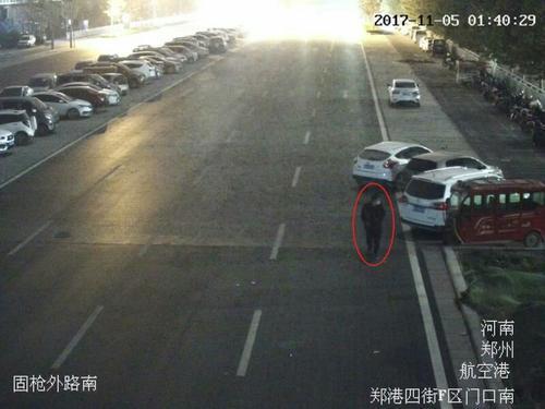 郑州男子深夜戴口罩骑三轮街头乱转 连续盗窃电瓶