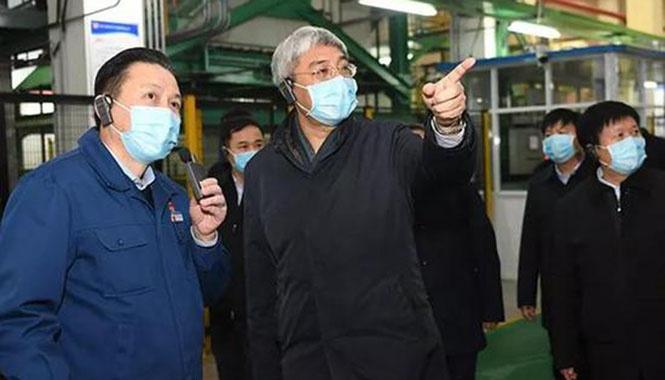 尹弘:统筹抓好疫情防控和经济社会发展