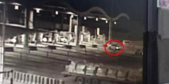 河南交警介绍失控奔驰车求助经过 否认让司机跳车