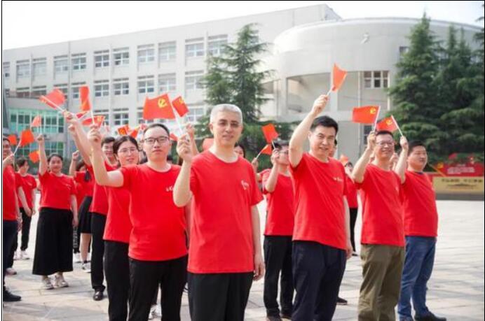 郑州互联网企业开展# 我想唱歌给党听#传唱接力活动