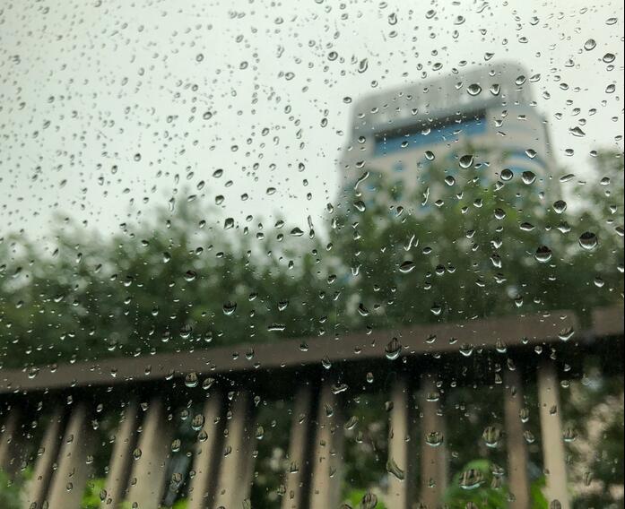 郑州局部迎强降雨 目前大部分积水已退