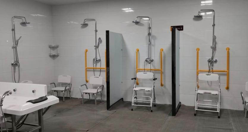 老人洗澡不再愁 郑州助浴示范点已运营 每人50-150元