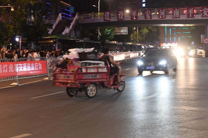 记者暗访:夜间郑州火车站周边交通明显改观