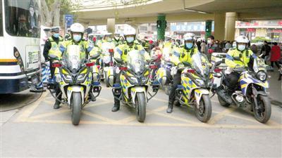 郑州40余名警力整治河医交通