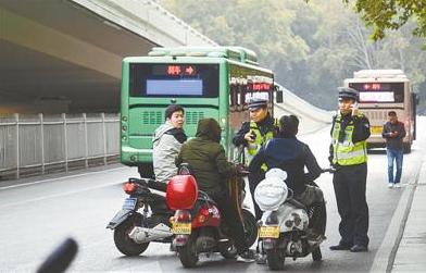 郑州交通违法行为专项治理启动