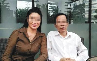 江先路(右)生前与赵璟娅合影。受访者供图