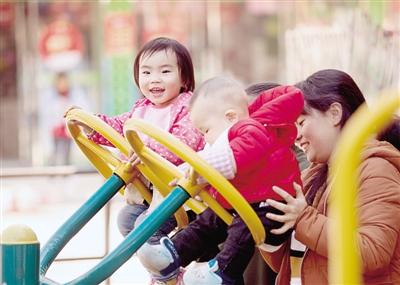 郑州总人口988万 居民人均可支配收入破3万
