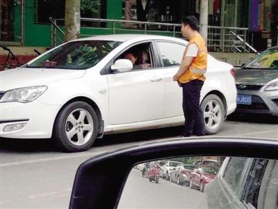 郑州:两大原因致停车乱收费 省医周边停车位免费15天