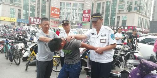 郑州男子20元买液压钳偷车 刚剪断铁锁就被锁喉撂翻