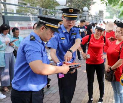 郑州城管开展高考考区周边综合整治