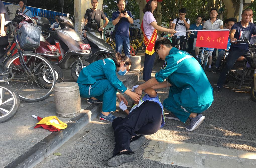 郑州:违规闯红灯不听劝阻 殴打女协管员三人被刑拘