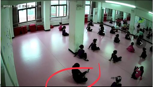 6岁女童上完一节舞蹈课后瘫痪了 监控曝光恐怖一幕 已走司法程序