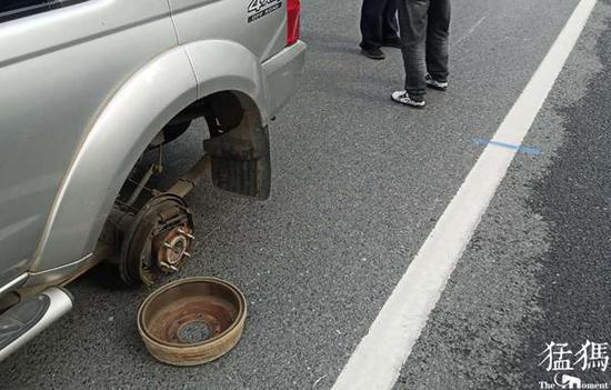 """郑州一越野车驶出汽修厂不过千米车轮""""飞了"""" 竟是粗心小工没装好螺丝"""