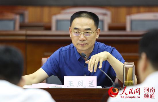 座谈会由省法院副巡视员王凤兰主持