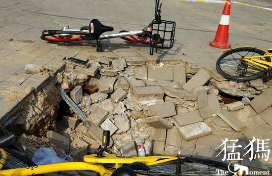 郑州西三环现直径2米塌坑 具体