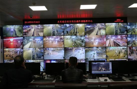 郑州交警夜查火车站地区 共查处非法营运车95辆