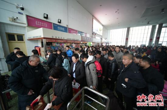 春运期间中国铁路郑州局已发送旅客528.7万人 还将加开高铁临客