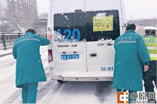 风雪中的生命救护