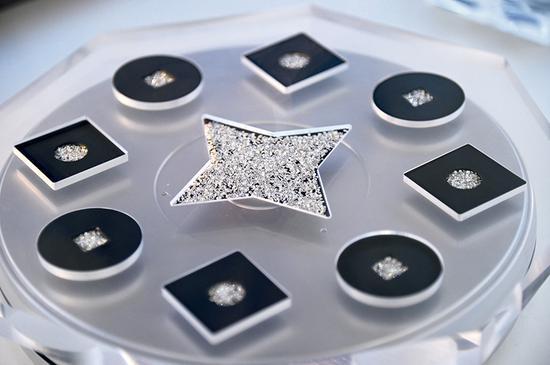 河南黄河旋风股份有限公司生产的部分人工钻石制品(7月23日摄) 张浩然摄/本刊
