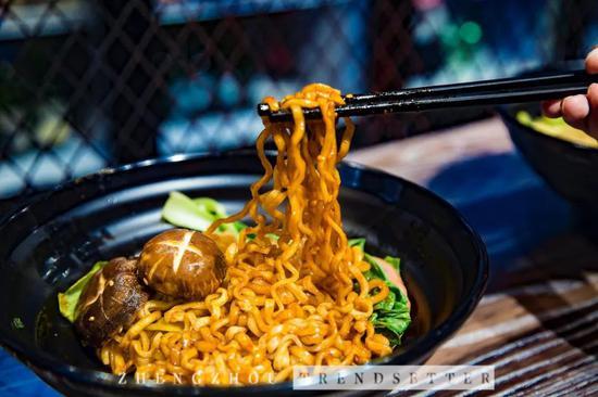 口味:很辣很重口,但酱的味道很浓郁,热爱吃辣的潮妹吃完了一整碗。