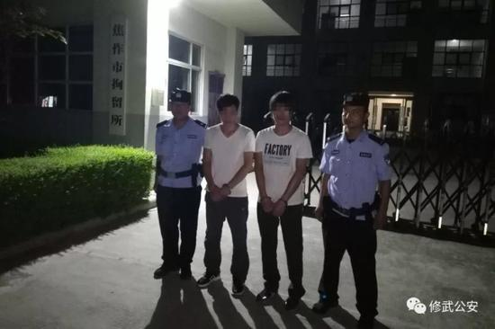 目前,修武特巡警大队已依法对李某强、段某意两人做出了行政拘留十日的处罚。