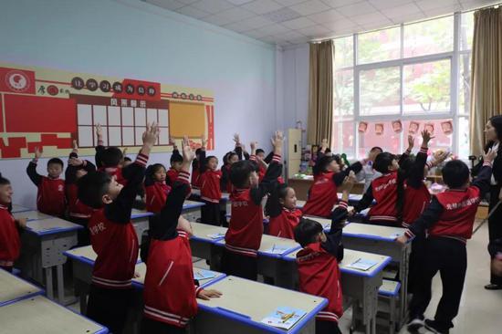 把书法跳成舞?小学生的字都比科学看!北京小学你好图片
