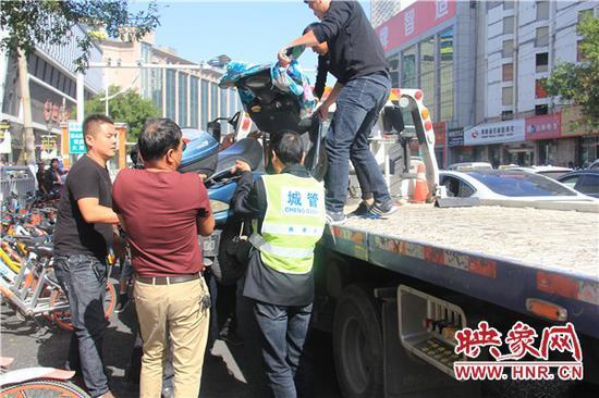 多部门整治郑州火车站交通乱象 保证国庆期间交通秩序顺畅