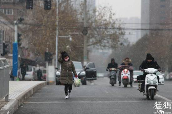 """大风雨雪降温在豫轮番""""上演"""" 年末冷空气""""冲业绩""""忙"""