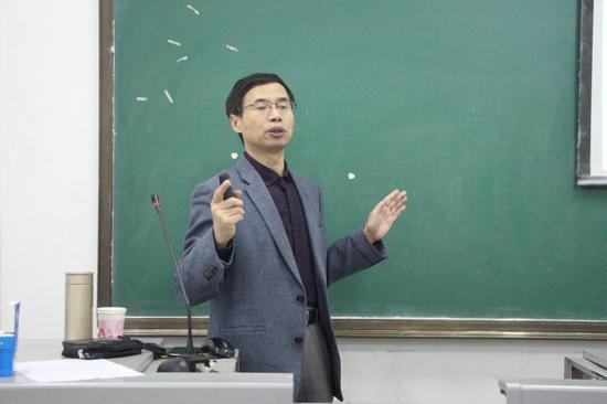 朱永法教授作报告