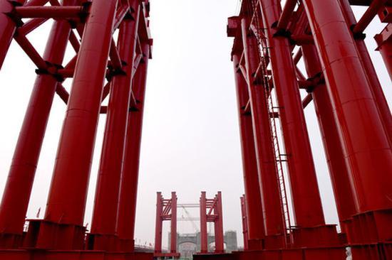 这是施工中的郑济高铁郑州黄河特大桥(3月3日摄)。