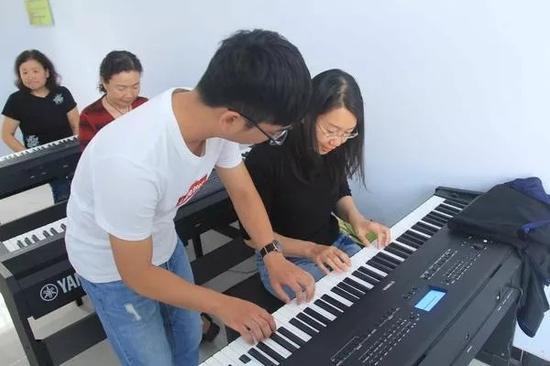 """""""321""""共建活动电钢琴课"""