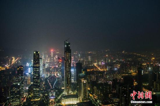 资料图:夜色中的广州。中新社发 龙宇阳 摄