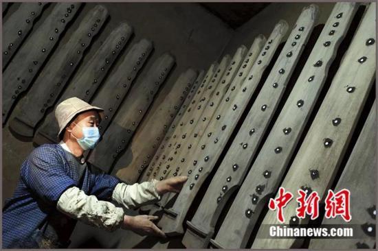 用兰考泡桐木加工的民族乐器音板 兰考县委宣传部供图