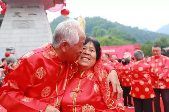 全城招募   2019老君山金婚庆典,邀您帮家中老人圆一场浪漫金婚梦!