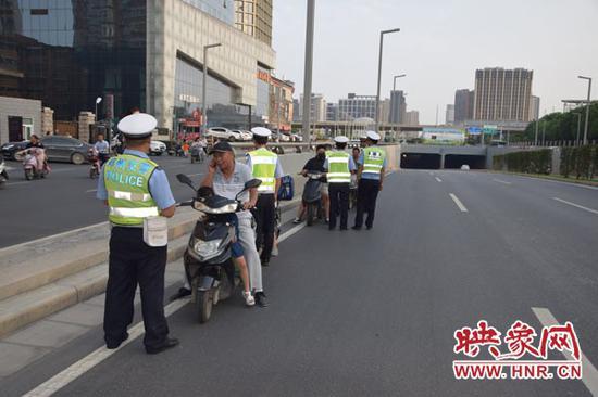 郑州交警全力推进城市道路交通综合整治大提升