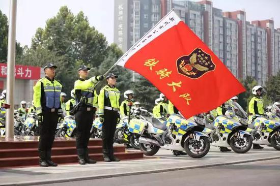 帅!郑州交警铁骑大队惊艳亮相