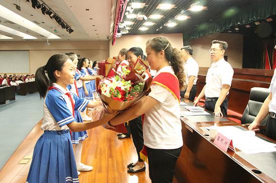 个人最高补5万!郑州上街区将投200万元补贴优秀教师