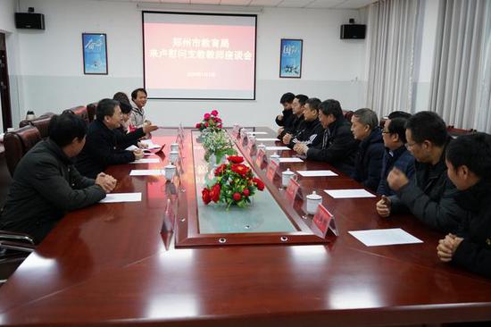 市教育局领导慰问在卢氏县实验高中支教的教师们