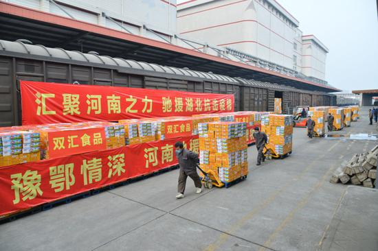 河南向湖北武汉捐赠2.82万箱速冻方便食品