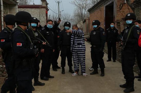 杞县男子17年前杀死2岁侄子潜逃 警方赴珠海抓获