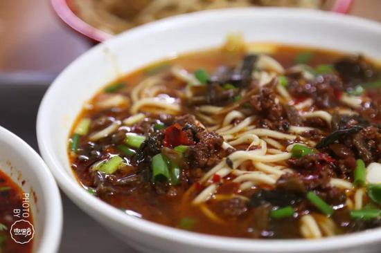 郑州街头这些秘制热辣馆子让你的舌尖辣到爆炸!