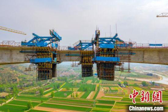 图为合龙现场 河南省交通运输厅供图