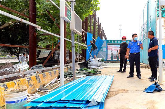 整改拆除148处 郑州市二七区做好施工围挡加减法