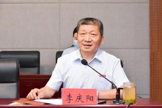 常务副校长李庆阳主持会议