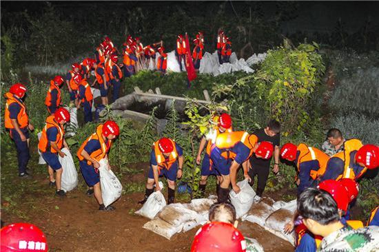 洛阳50名消防指战员驰援安徽 90分钟化解管涌险情