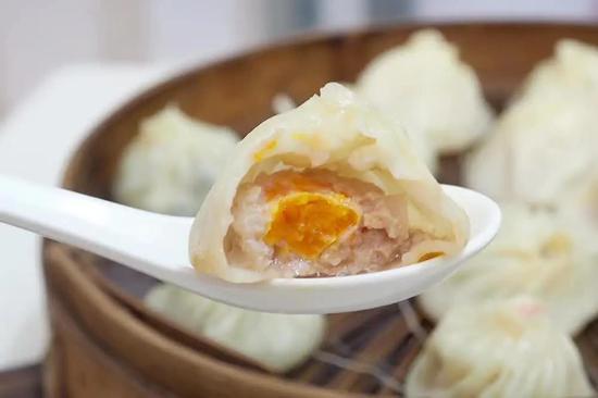 皮薄馅多的灌汤包!晶莹剔透的饺子!你中意哪家?