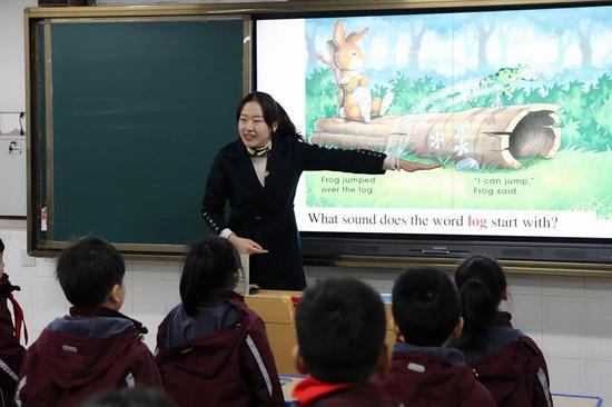 """河南提高教师待遇出实招 每年筹措36亿元为教师发放""""一补两贴"""""""