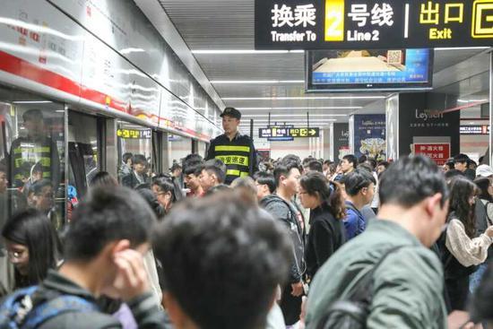 五一郑州地铁送客524.36万人次 相比去年增加23.12%