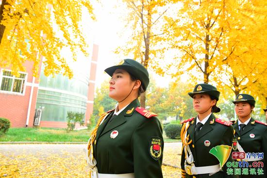图为河北大学国旗护卫队。中国青年网通讯员 甘乘旭 摄