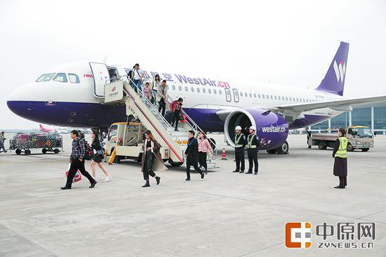 西部航成功首航 郑州至大阪航线每周已经达到19班